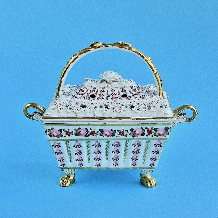 Item No. 2105 – Chamberlain Worcester Pot Pourri
