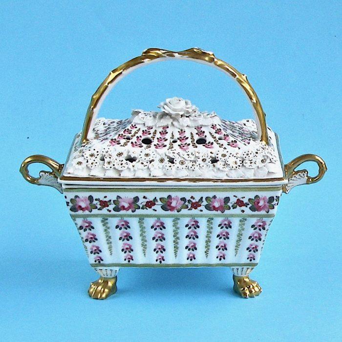 Item No. 2105 – Chamberlain Worcester pot pourri basket